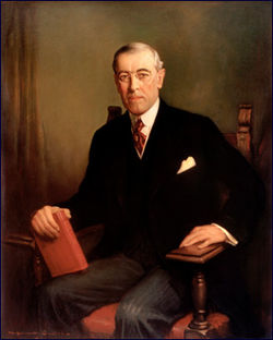 Vudrou Vilsonas - 28-asis JAV prezidentas, vadovavo I pasaulinio karo metu, atstovavo šalį Paryžiaus taikos konferencijoje, pasiūlė Taikos programą, įkurti Tautų Sąjungą.