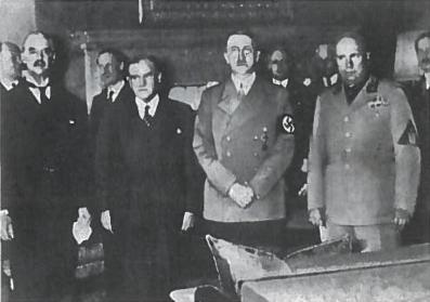 Iš kairės į dešinę Čemberlenas, Daladjė, Hitleris, Musolinis, 1938 m Miunchenas