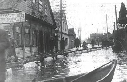 Tarpukariu pavasario potvyniai pridarydavo daug žalos. Kaunas, Jonavos gatvė potvynio metu