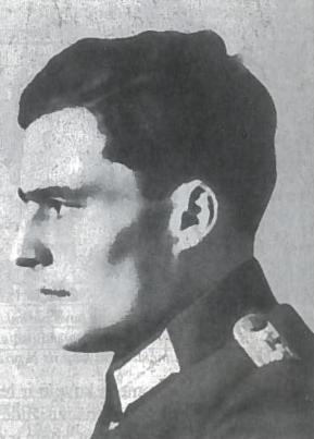 Grafas Klausas fon Štaufenbergas, pulkininkas, kilmingos bajorų giminės atstovas. Kautynėse Afrikoje neteko akies, rankos, kitos rankos dviejų pirštų. Išgijęs nebetiko frontui, todėl užnugaryje jam buvo suteiktos svarbios pareigos, leidusios lankytis fiurerio būstinėje. 1944 m. liepos 20 d. Štaufenbergo atnešta bomba sprogo fiurerio būstinėje Rytų Prūsijoje, bet Hitleris beveik nenukentėjo. Pulkininkas ir kiti pasikėsinimo organizatoriai buvo nedelsiant sušaudyti