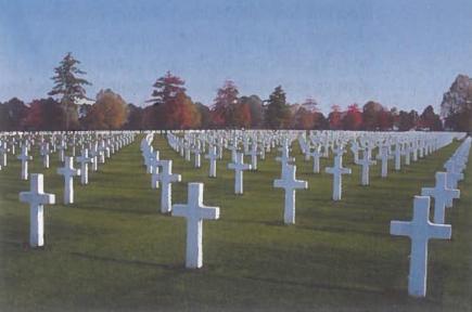 Po šiais kryžiais - šimtai jaunų vyrų. JAV karių kapinės Nyderlanduose.