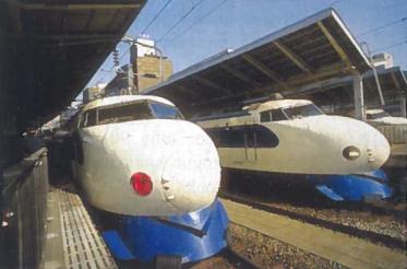 Supergreiti traukiniai Tokijo stotyje