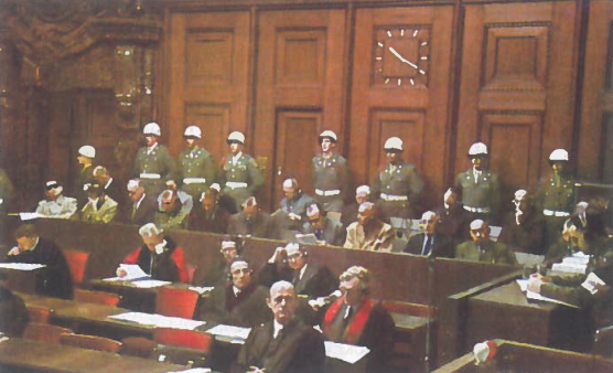 Tarptautinis karo teismas Niurnberge, Vokietijoje, ėmė nagrinėti visas karo nusikaltimų bylas. Dvylika vadovaujančių nacistų buvo nuteisti myriop, o kiti kalėti iki gyvos galvos. Geringas nusižudė prieš mirties bausmės įvykdymą, o Himleris - kai tik buvo suimtas. Daugeli organizacijų, tarp jų SS ir gestapą teismas paskelbė nusikalstamomis