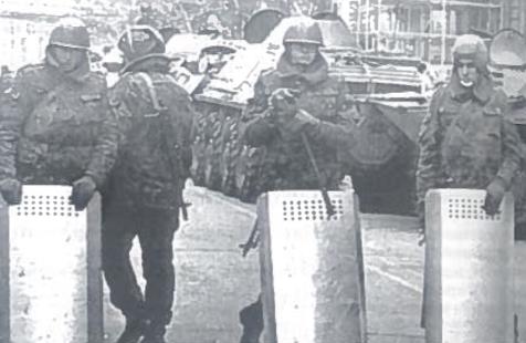 1990 m. sausio mėn Azerbaidžano sostinėje Baku kilo armėnų pogromas. Konfliktas nuslopintas įvedus SSRS vidaus kariuomenė