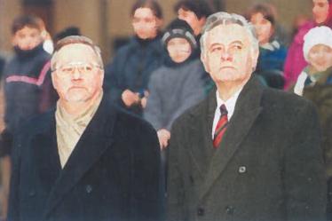 1998 m. sausio 13 d., Vilnius, Nepriklausomybės aikštė. LR Seimo Pirmininkas Vytautas Landsbergis ir Lietuvos Respublikos Prezidentas Valdas Adamkus