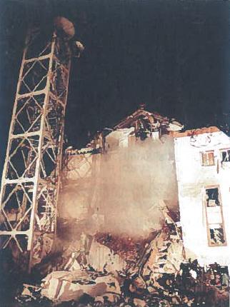 1999 m. balandžio 23 d. Belgradas. NATO pajėgų subombarduotas Serbijos nacionalinės televizijos pastatas