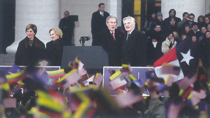 2003 m. lapkričio 23 d. Lietuvos ir JAV preidentai - Valdas Adamkus ir Džordžas Bušas Vilniaus Rotušės aikštėje.