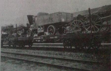 Iš bermontininkų paimtas karo grobis vežamas iš Radviliškio į Kauną. 1919 m. lapkričio mėn.
