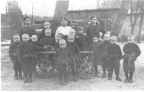 Našlaičiai prieglaudoje. Kaunas, 1921 m.