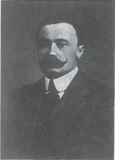 Mykolas Sleževičius (1882-1939). Advokatas. 1918-1919 m. vadovavo dviem Ministrų kabinetams. Organizavo Lietuvos gynybą nuo bolševikų ir bermontininkų. 1926 m. trečią kartą tapo liaudininkų ir socialdemokratų koalicinės vyriausybės vadovu. Po 1926 m. gruodžio perversmo priverstas atsistatydinti