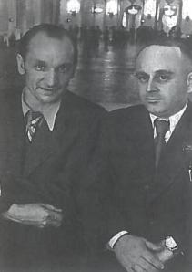 Sovietų Lietuvos vadovas J. Paleckis (kairėje) ir Maskvos emisaras Lietuvoje V. Dekanozovas. Maskva, Kremlius. 1940 m rugpjūčio 6 d. Lietuva buvo formaliai įjungta į SSRS