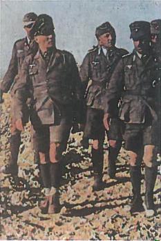 Vokietijos karinių pajėgų Afrikoje vadas, jauniausias Vokietijos feldmaršalas E. Romelis, britų vadintas dykumų lapinu (pirmas iš kairės)