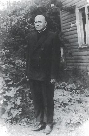 Pasaulio Teisuolis kunigas Bronius Paukštys. Karo metais jis išgelbėjo apie pusantro šimto mirti pasmerktų Kauno geto kalinių. Vėliau Lietuvą okupavę sovietai kunigą suėmė ir išsiuntė į Sibiro lagerius