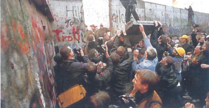 1989 m. lapkričio 9 d. griuvo Berlyno siena, ne tik Vokietijos, bet ir Europos padalijimo ir šaltojo karo simbolis. 1990 m. naktį iš spalio 2-osios į 3-iąją vokiečiai šventė šalies susivienijimą