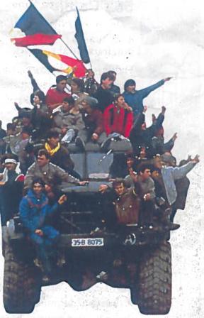 Rumunų sukilėliai. Bukareštas, 1989 m. gruodžio 23 d.