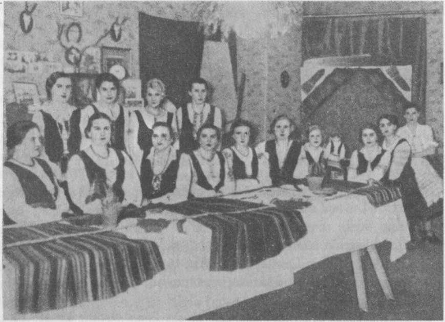Mažosios Lietuvos lietuvaitės liaudies meno parodoje Tilžėje 1934 m.